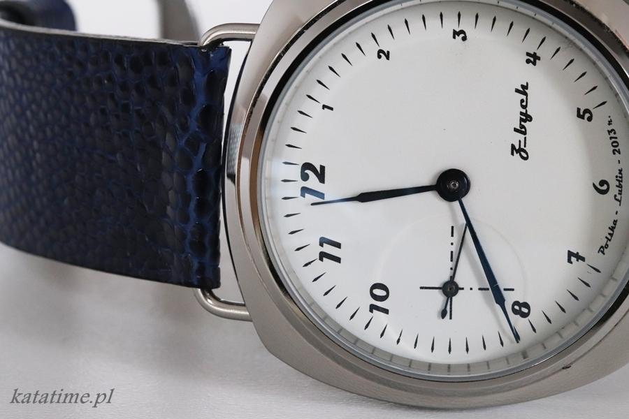 Zegarek z nowo zaprojektowaną tarczą . Zbudowany na gotowej kopercie.